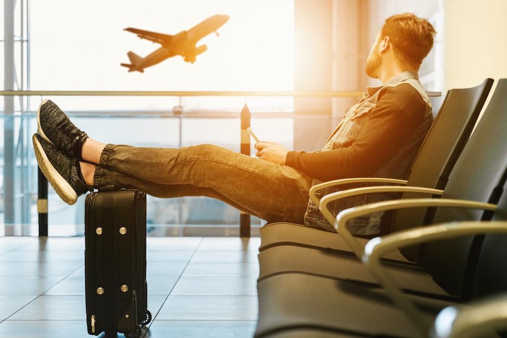 空港にいる人の画像